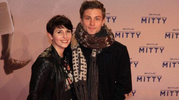 """Natürlich zeigte sich auch die deutsche Prominenz, darunter Jannik Schümann (""""Tatort: Gegen den Kopf"""") mit seiner Freundin Michaela Spängel."""