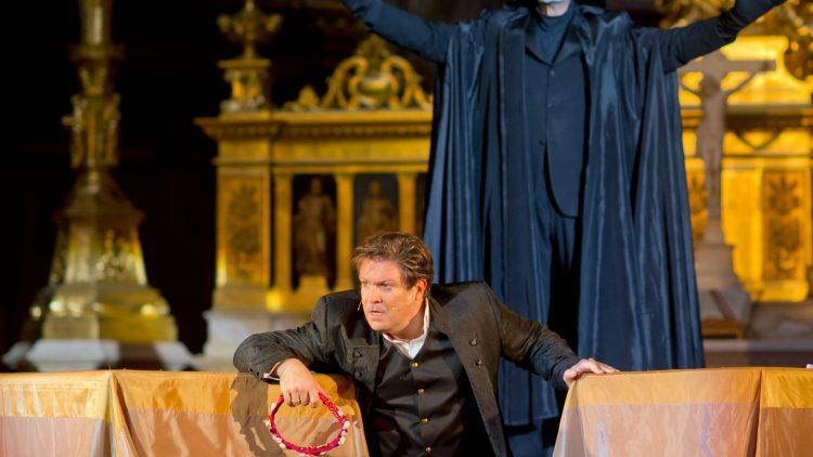 Der Tod (Reiner Schöne) und Jedermann (Francis Fulton-Smith).
