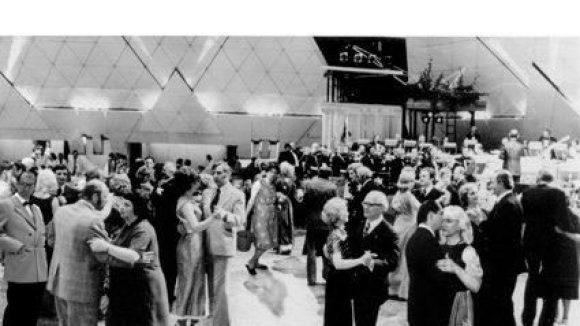 Joachim Seinfeld, Berlin (Ost) 1976: Eröffnung des Palastes der Republik,2006/2009, digitaler Silbergelatineprint auf Baryt,50 x 60 cm, Auflage 3 Exemplare.