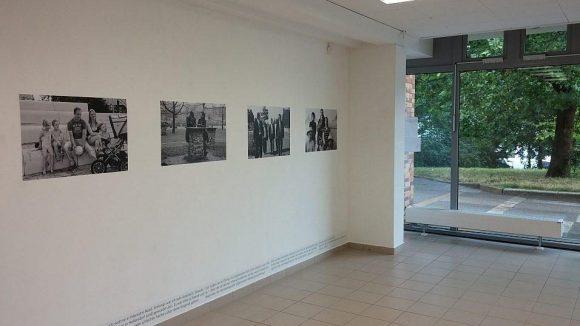 Für das Betrachten der Marzahn-Hellersdorfer Porträts gibt es in der Galerie M reichlich Platz. Überlaufen ist die Ausstellung an diesem Nachmittag sicher nicht.
