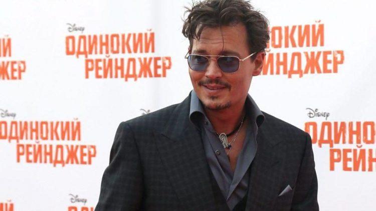Der Frauenschwarm bei der Premiere des Films in Moskau, die dort schon am 27. Juni stattfand.