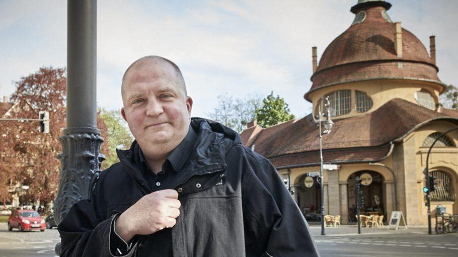 In Zehlendorf hat der RBB-Moderator und Journalist Jörg Thadeusz lange gewohnt, bis es ihn an den Wannsee zog.
