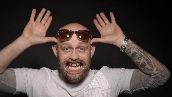 Dass Jürgen Vogels Zähne nicht die schönsten sind, wussten wir eigentlich auch schon vor der Ausstellung.