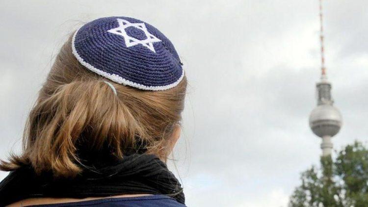 Bei jungen Israelis ist Berlin gerade ziemlich angesagt. Wir finden: Die Makkabiade ist die perfekte Gelegenheit, um sich umgekehrt auch mal ein paar jüdische Orte in der Hauptstadt genauer anzuschauen.
