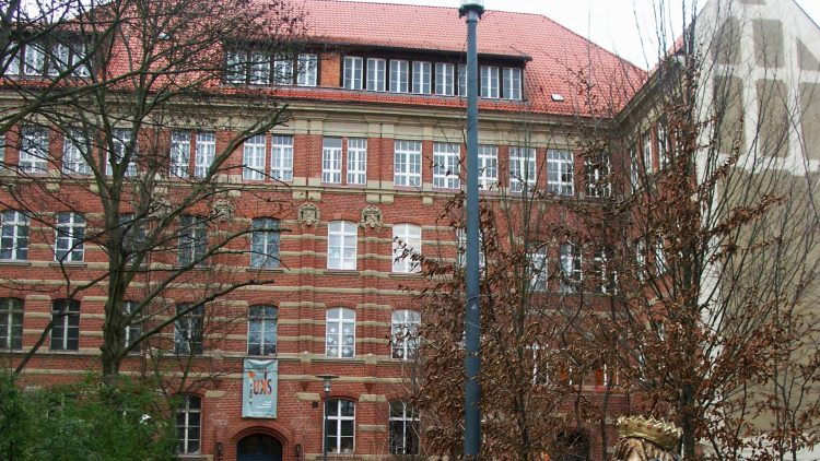 In der Jugendkunstschule gibt es auf drei Werkstatt-Etagen genug Raum für Nachwuchskünstler.