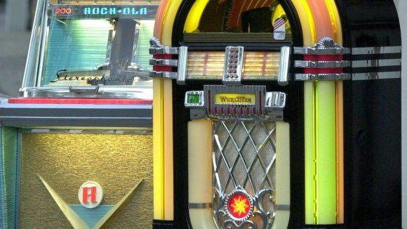 Hier gibt es verschiedene Jukeboxes zu mieten und zu kaufen.