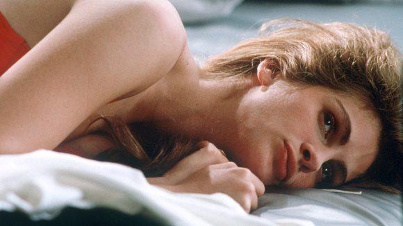 """Die amerikanische Schauspielerin Julia Roberts als Callgirl in einer Szene des Films """"Der Feind in meinem Bett"""" aus dem Jahr 1991."""