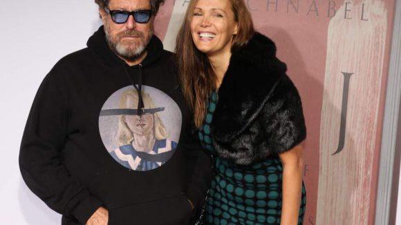 Und hier der Künstler Julian Schnabel höchstpersönlich mit Freundin Tatiana Lissa.