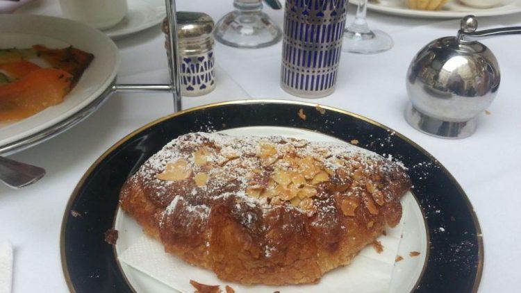 Der Croissant aux amandes - so lecker!