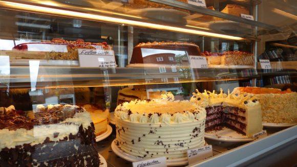 Wer die Wahl hat, hat die Qual. Am besten alle Kuchen probieren!