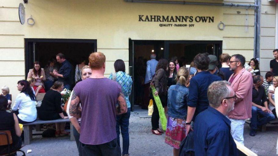 Jeder wollte einen Blick auf Kahrmann und seine neue Coffee-Bar erhaschen.