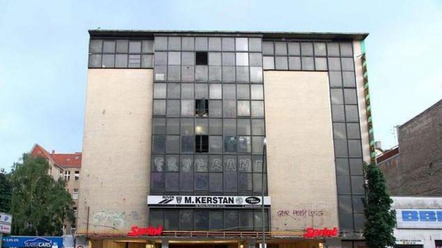 Die Kant-Garage ist die einzige in Berlin erhaltene Hochgarage der Zwischenkriegszeit. Erbaut wurde sie vom Architekten Hermann Zweigenthal.
