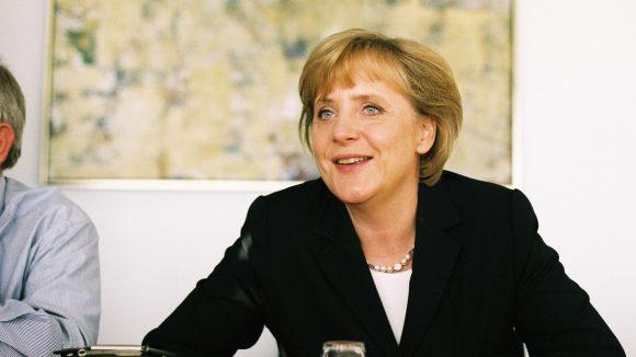 Kanzlerin Angela Merkel zeigt in den Fotografien von Daniel Biskup ein sehr persönliches Gesicht.