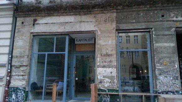 Das letzte unsanierte Haus in der Oderberger Straße.