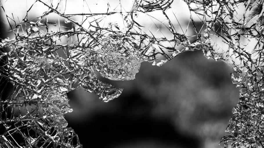 kaputte Glasscheibe Bruch