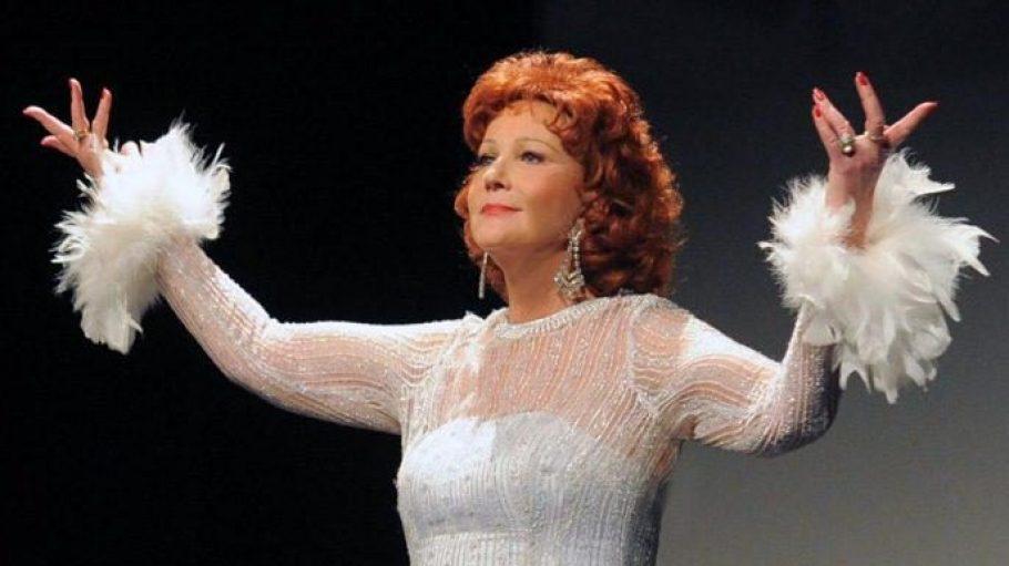 Die Sängerin und Schauspielerin Karin Pagmar macht die Illusion perfekt.