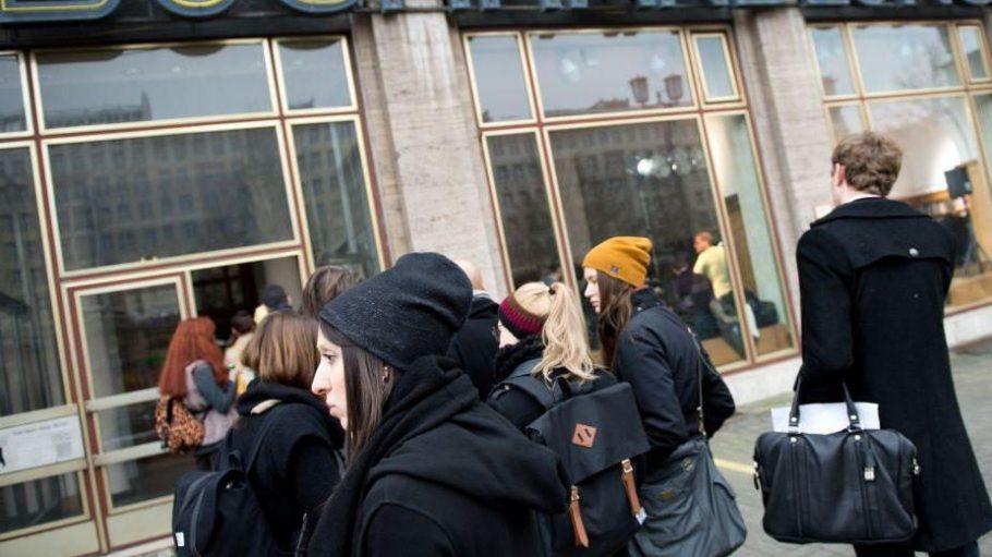 Von Buchhandlung zu Veranstaltungsort: Im Jahr 2014 fand in der Karl-Marx-Allee schon eine Show der Fashion Week statt, jetzt werden dort Bücher präsentiert.