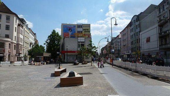 Rechts die Karl-Marx-Straße, links geht's in die Richardstraße.