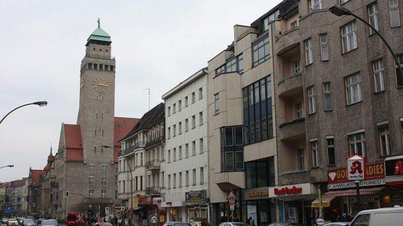 Die Karl-Marx-Straße ist für Fußgänger und Radfahrer kein Vergnügen.