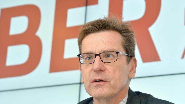 Jetzt wird's ernst für Karsten Mühlenfeld, ab heute ist er der Neue am Problem-Flughafen BER. Ob das Projekt unter seiner Leitung endlich fertig wird?