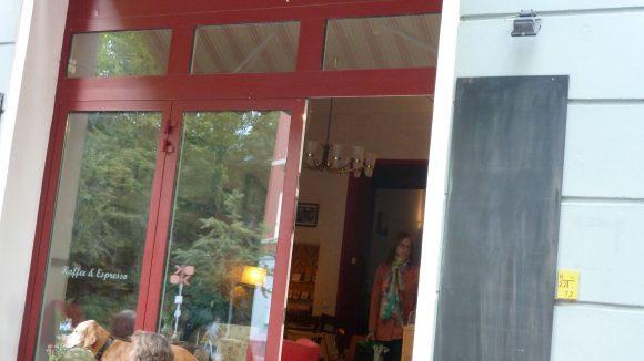 Das Café Nadia und Kosta, wo sich Tier und Mensch wohlfühlen.