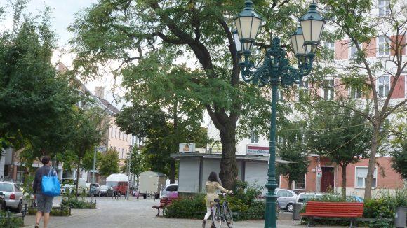 Tuchollaplatz: Der zentrale Markt- und Festplatz des Kiezes.