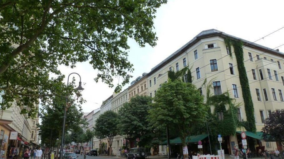 Die Kastanienallee, Ecke Oderberger Straße, an einem vergleichsweise sehr ruhigen Abend.