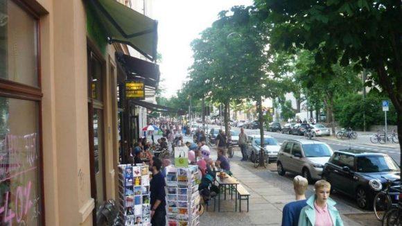 Auf der Kastanienallee reihen sich viele Shops aneinander. Rund ein Drittel der Gewerbetreibenden hat sich zur IG CastingCarrée e.V. zusammengeschlossen.