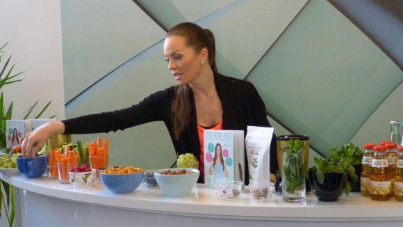 Kate Hall lässt sich nicht vergiften. Jeden Morgen mixt sie sich einen Smoothie, am liebsten einen mit ganz viel Chlorophyll.