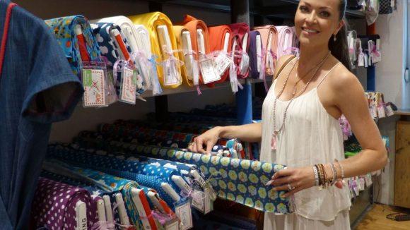 Was wäre der Kiez ohne Frau Tulpe?! Hier gibt es tolle Stoffe, aus denen zusammen mit dem Töchterchen Puppenkleider genäht werden.