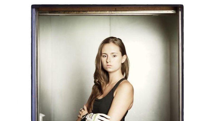 Gerade mal 21 Jahre alt ist die zweifache Berliner Meisterin im Tischfußball.