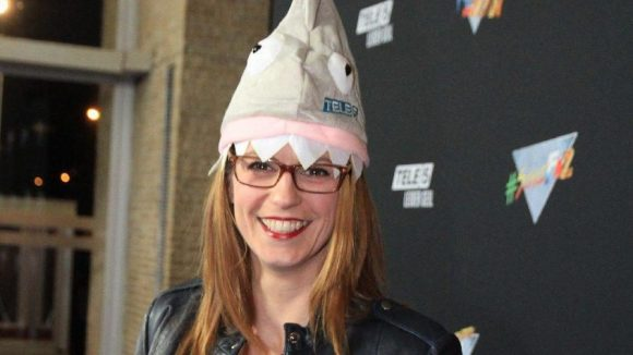Die ehemalige Miss Germany (gut, war schon 2002) Katrin Wrobel mit Hai-Mütze.