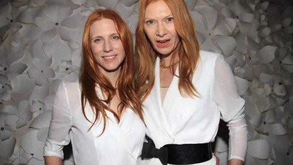 Großer Promi-Auflauf beim erfolgreichen Berliner Label Kaviar Gauche: die Designerinnen Johanna Kühl (links) und Alexandra Fischer-Roehler.