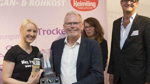 Lea Green (links) ist die Gewinnerin des Keimling Food Blog Awards 2014. Mit ihren Kochkünsten und ihrem Blog Veggie konnte sie die Jury überzeugen.