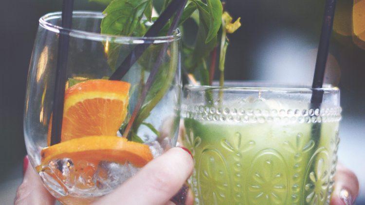 Mit diesen drei Tipps können deine Pfingsten eigentlich gar nicht schief gehen. Los geht es mit leckeren Drinks im Club-Garten.