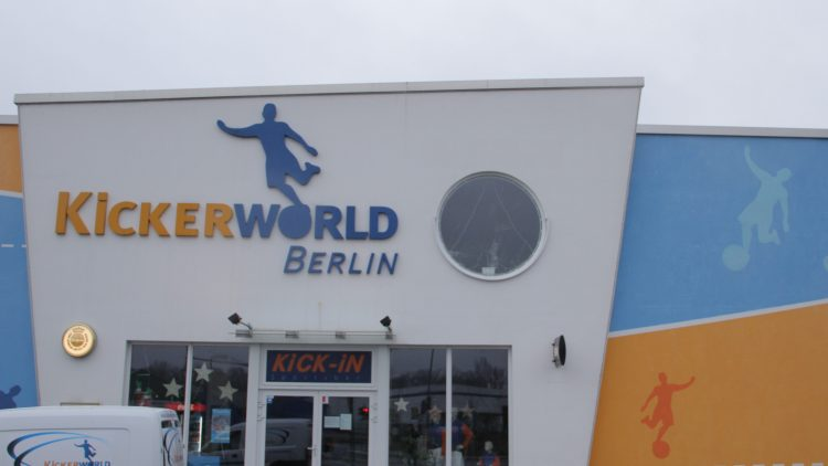 In der Sportanlage in Spandau kann nach Lust und Laune gekickt werden.