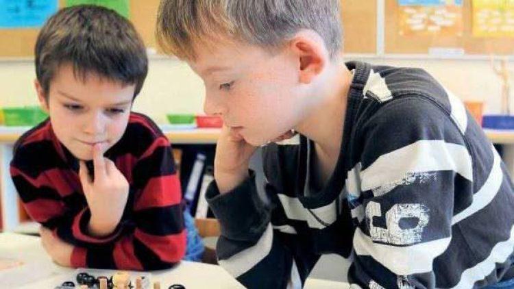 Hier ist Köpfchen gefragt: Zwei Schüler der Kiekemal-Grundschule in Mahlsdorf.