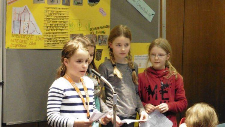 Nicht nur diese Mädchen aus der Klasse 4a der Ludwig-Hoffmann-Grundschule haben Probleme in ihrem Kiez aufgedeckt.