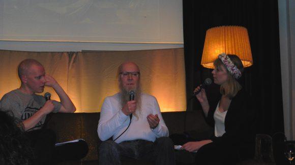 Roger Nikodemus, der zweite Talk-Gast, klärte Akstinat, Nadine Kleifges und das Publikum über die hohe Kunst der Astrologie auf.