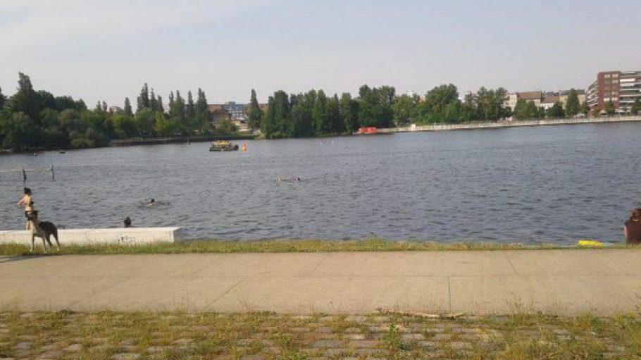 Die Badestellen am Rummelsburger See werden vor allem von badefreudigen Anwohnern genutzt. Am Spreeufer tummeln sich dann mehr Leute aus anderen Regionen Berlin.