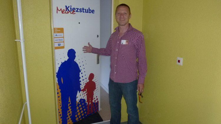 Jörg Hagel lud alle Anwohner herzlich in die Kiezstube ein und bedankte sich am Montag bei den fleißigen Helfern.