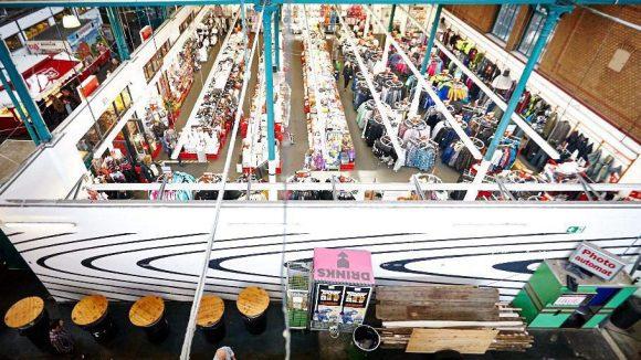 Der Textildiscounter Kik nimmt rund ein Viertel der Hallenfläche ein, die die Betreiber dringend brauchen könnten. Der Mietvertrag läuft aber noch bis 2020.