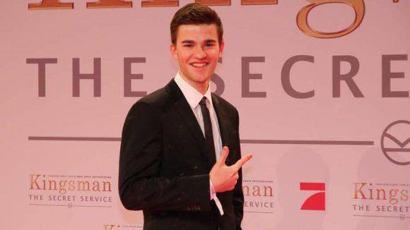 """Schauspieler Patrick Mölleken (""""Weihnachten für Einsteiger"""") kam britisch-adrett zur Premiere."""