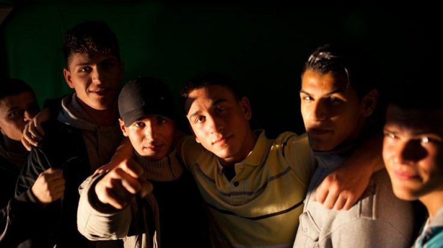 Starker Zusammenhalt: Die rappenden Jugendlichen von Kingz of Kiez stammen aus unterschiedlichen Kulturen, doch die Musik vereint sie.