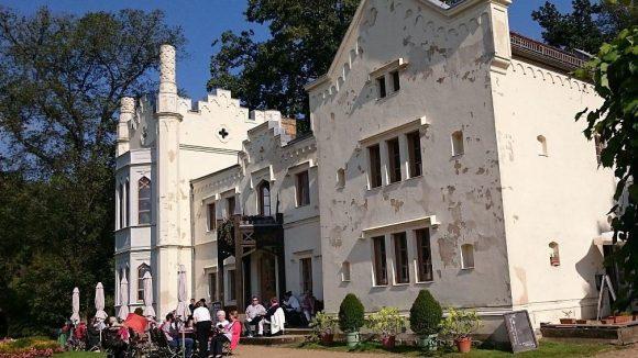Herrlich im Warmen, aber auch gemütlich im Herbst: das Kleine Schloss im Park Babelsberg.