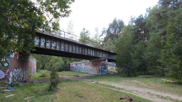 Der ehemalige Grenzstreifen lädt zu einem Spaziergang zwischen Europarc und Teltowkanal ein.