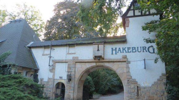 Das Eingangsportal zur Neuen Hakeburg.