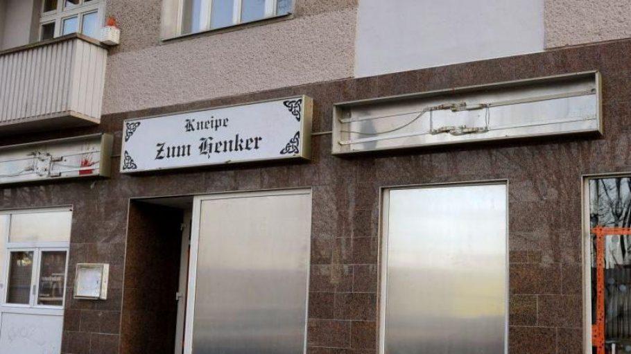 """Der Mietvertrag für die bei Neonazis beliebte Kneipe """"Henker"""" in der Brückenstraße in Schöneweide wurde gekündigt."""