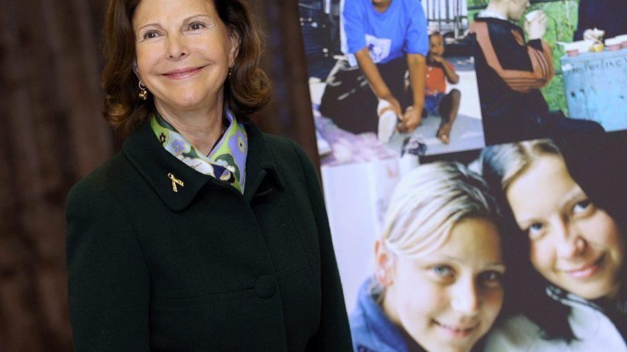 Die Schwedische Königin Sylvia gründete die Childhood Foundation, die das Vater-Kind-Projekt unterstützt.