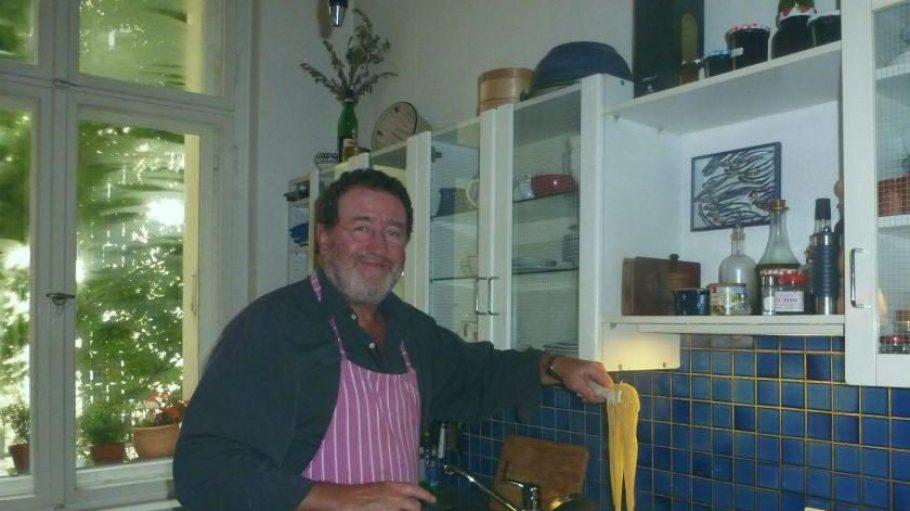 Ludwig Heim steht jeden Tag selbst am Herd und schwingt mit Leidenschaft den Kochlöffel.
